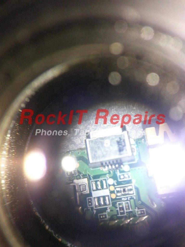 kindle-fire-charging-port-repair-under-microscope-768x1024.jpg
